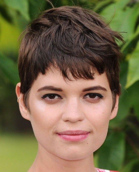Pixie Geldof  short hairstyles for chubby face