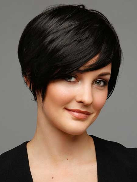 Layered short hairstyles for chubby face