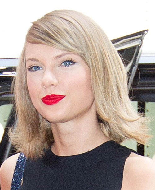 2015 Straight Hairstyles for Work: Taylor Swift