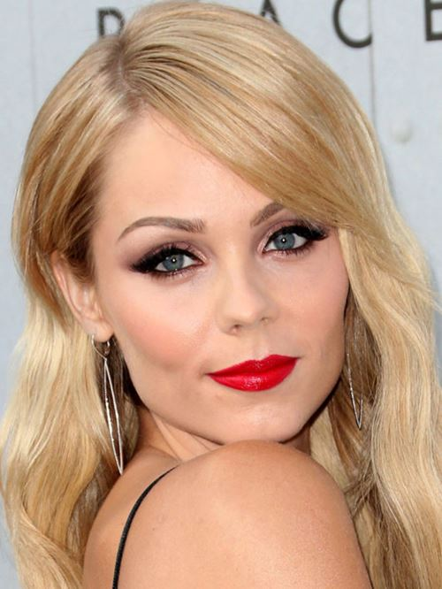 makeup red lips blonde hair (9)