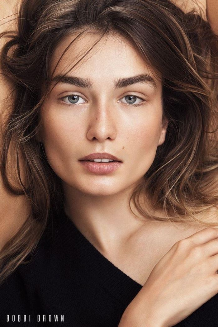 Bobbi Brown Cosmetics Fall-2017 Campaign: Andreea Diakonu neutral beauty look