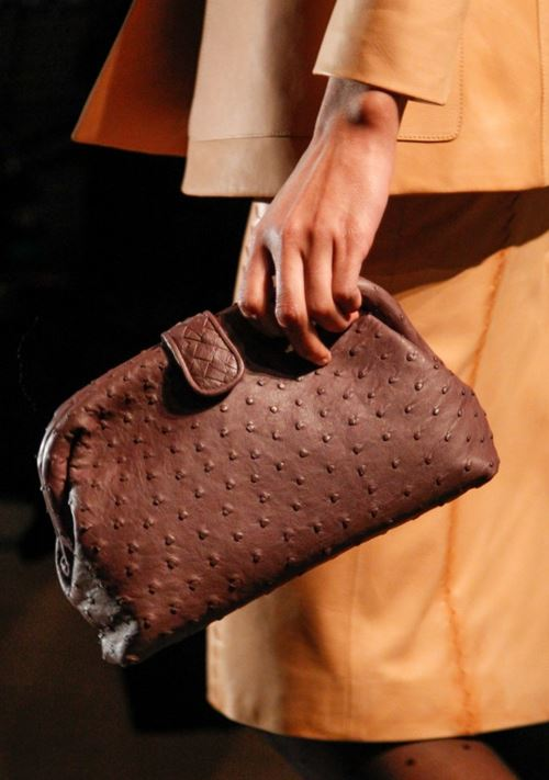 Bottega Veneta Handbags Fall/Winter 2017-2018 - ostrich soft brown leather clutch