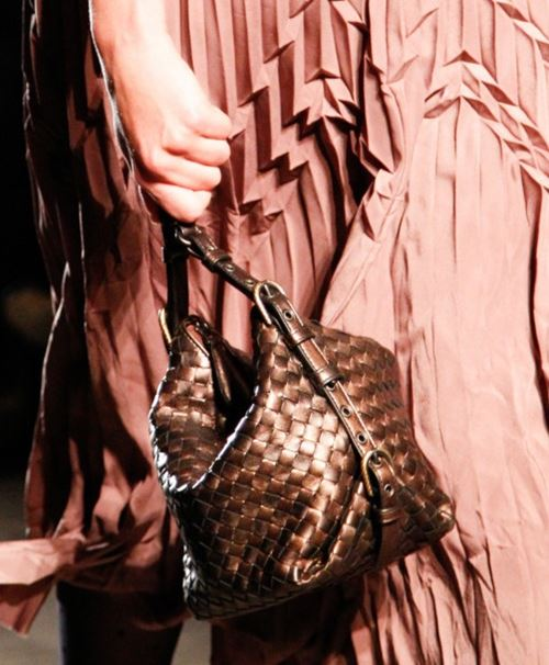 Bottega Veneta Handbags Fall/Winter 2017-2018 - bronze wicker bucket bag