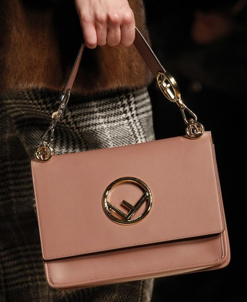 Fendi Handbags Fall/Winter 2017-2018: pinky beige leather