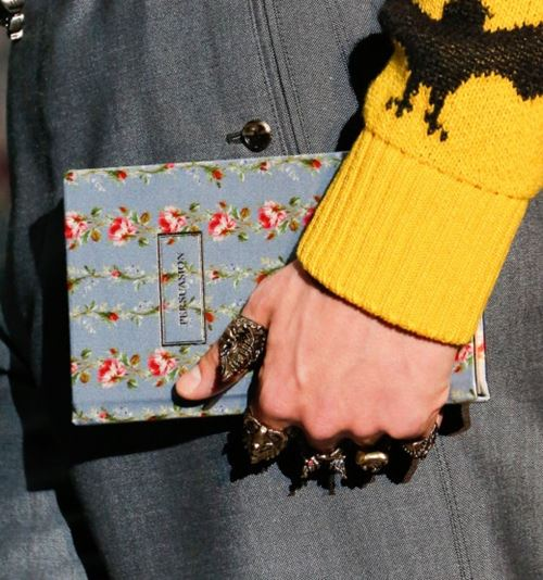 Gucci Handbags Fall/Winter 2017-2018: gray book clutch
