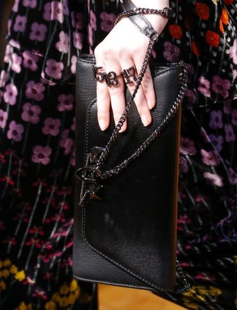 Valentino Bags Fall/Winter 2017-2018: black envelope leather clutch