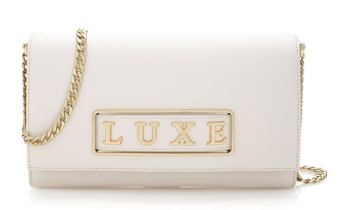 Guess Luxe Bag Collection Spring/Summer 2018 - White leather shoulder clutch with a golden chain strap