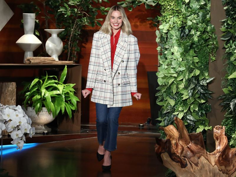 Trendy Plaid Blazers 2018 - Margot Robbie in Isabel Marant oversized blazer with jeans and black pumps