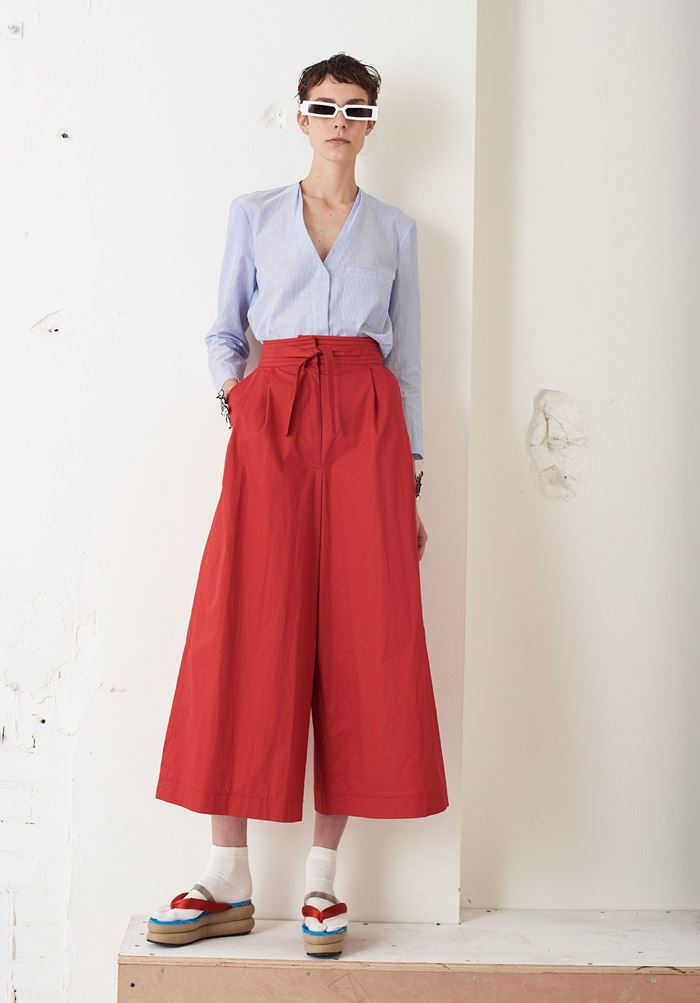 Wide & Cropped: Culotte Pants Spring/Summer 2018 - Isa Arfen red cropped pants
