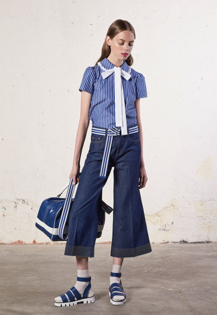 Wide & Cropped: Culotte Pants Spring/Summer 2018 - Red Valentino navy blue denim flared pants